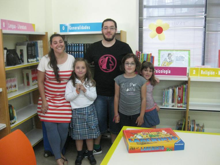Niños biblioteca