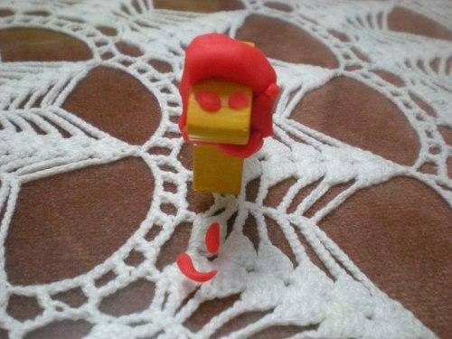 León come gamba, recreación en plastilina.