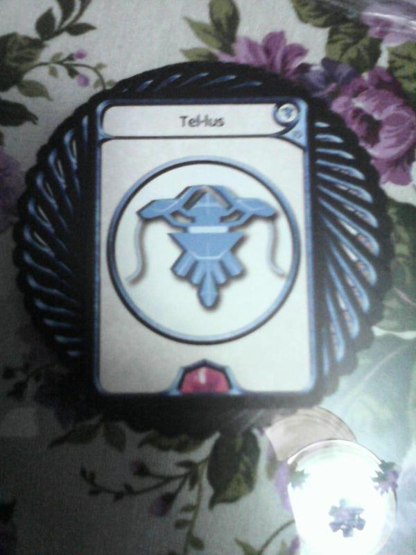 La calidad de las cartas se demuestra viendo lo suave que giran al salir de la baraja. Pero hay que enfundar, como cualquier juego de crear mazos.